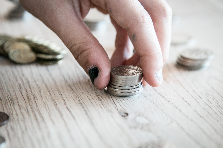 Wie Kinder Sparen lernen, Finanzerziehung, Umgang mit Geld, Schulden bei Jugendlichen