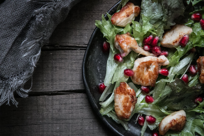Pouletsalat mit Granatapfelkernen