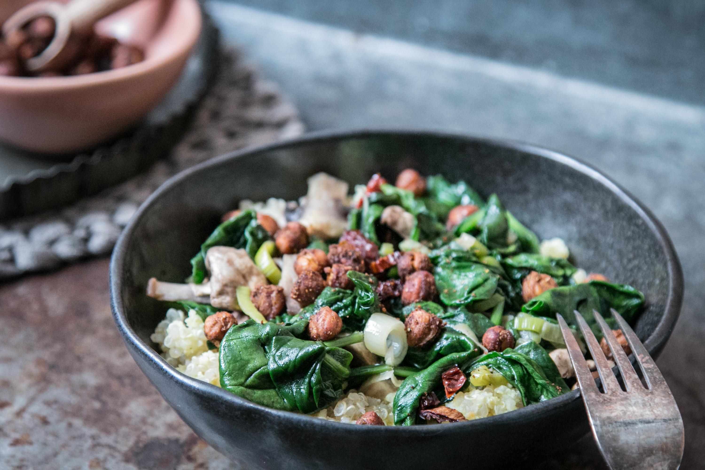 Hirse Bowl mit Gemüse und Kichererbsen