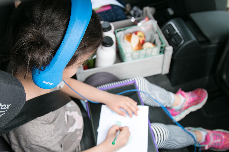 Kinder im Auto beschäftigen