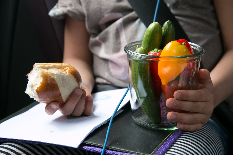 Snacks im Auto, Kinder im Auto, Sommerferien