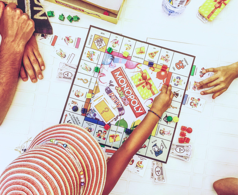 Kinder Monopoly spielerisch mit Geld umgehen lernen