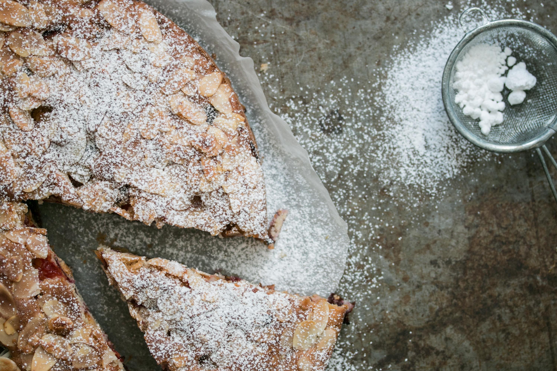 Einfaches Backrezept Saftiger Kuchen mit Früchten von Loumalou.ch