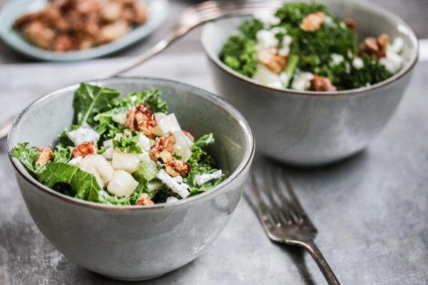 Federkohl Salat mit Birnen und Walnüssen