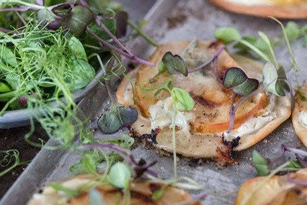 Flammkuchen mit Apfel und Gorgonzola Rezept
