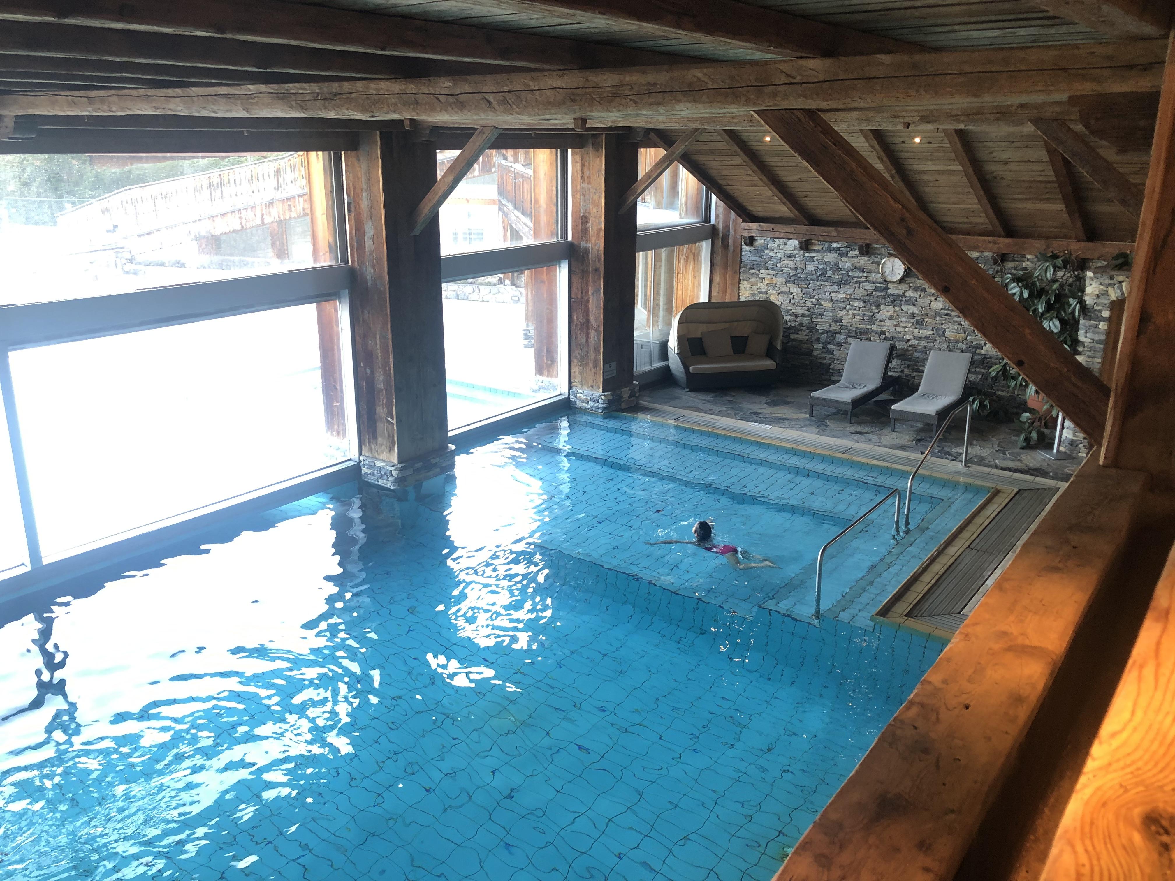 Pool im Hotel L'Etrier
