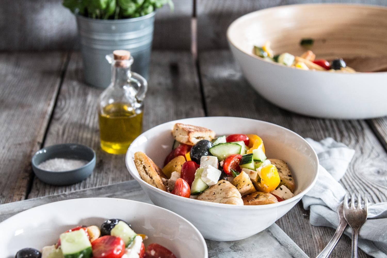 Griechischer Salat mit Pitabrot Rezept
