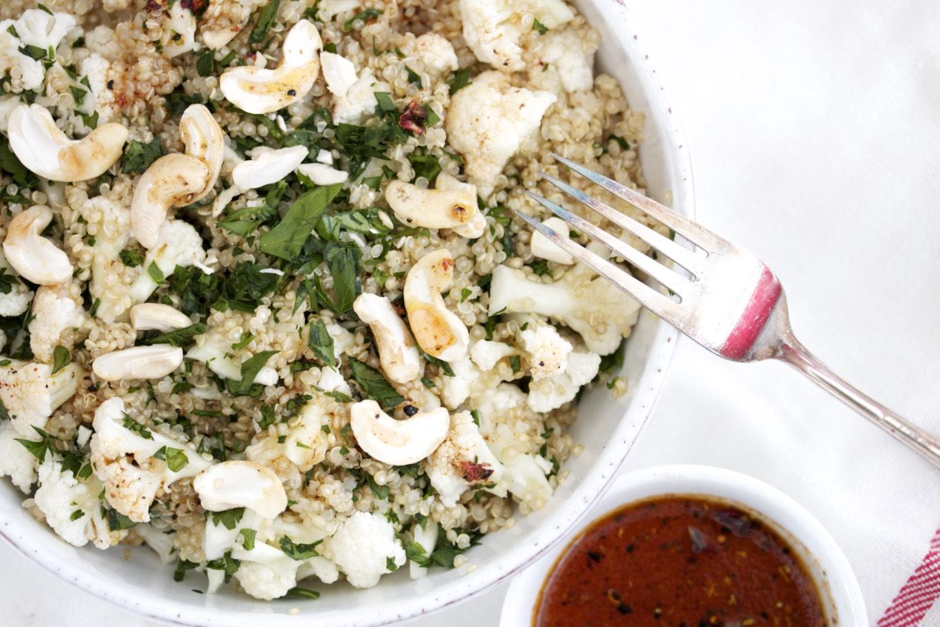 Blumenkohlsalat mit Quinoa und Cashews Rezept